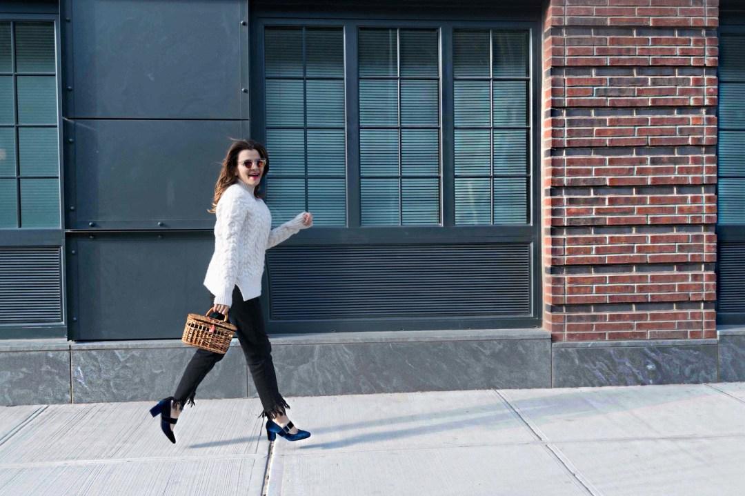 straw-bag-velvet-mary-jane-shoes-oversized-sweater-alley-girl-fashion-technology-blogger-4