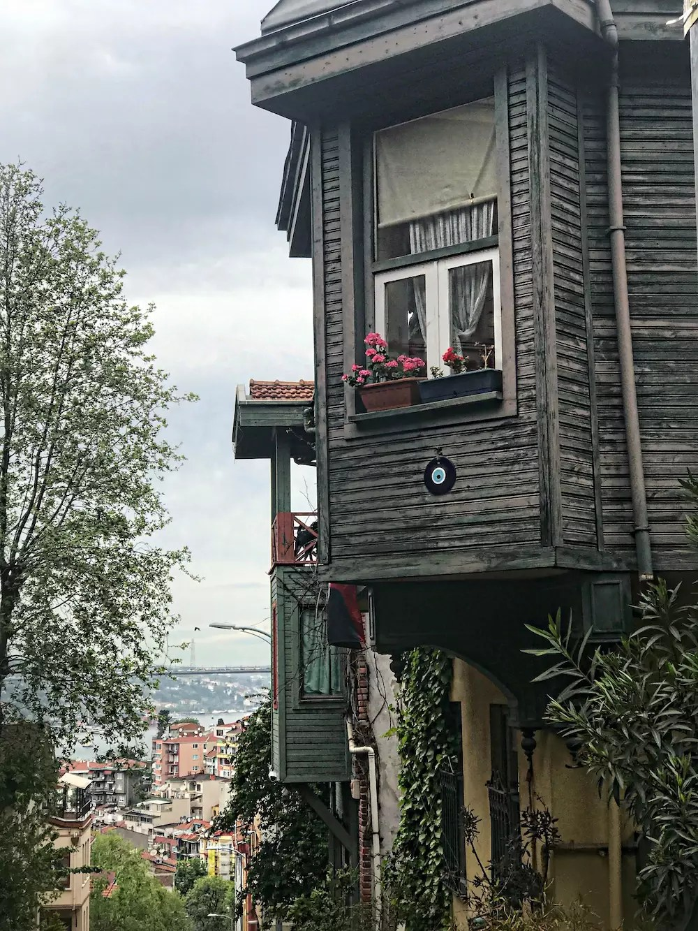 tourist-guide-for-istanbul-5-hidden-places-in-istanbul-aley-girl-travel-fashion-technology-blog-kuzguncuk-evleri