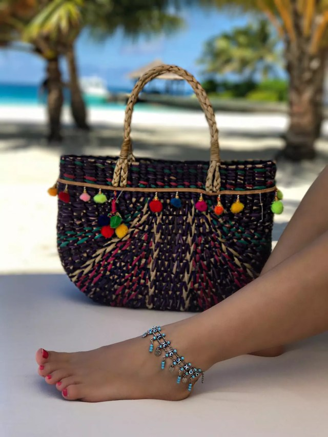 pom-pom-colorful-straw-vbag-for-beach-and-anklet-alley-girl-fashion-travel-life-style-blog