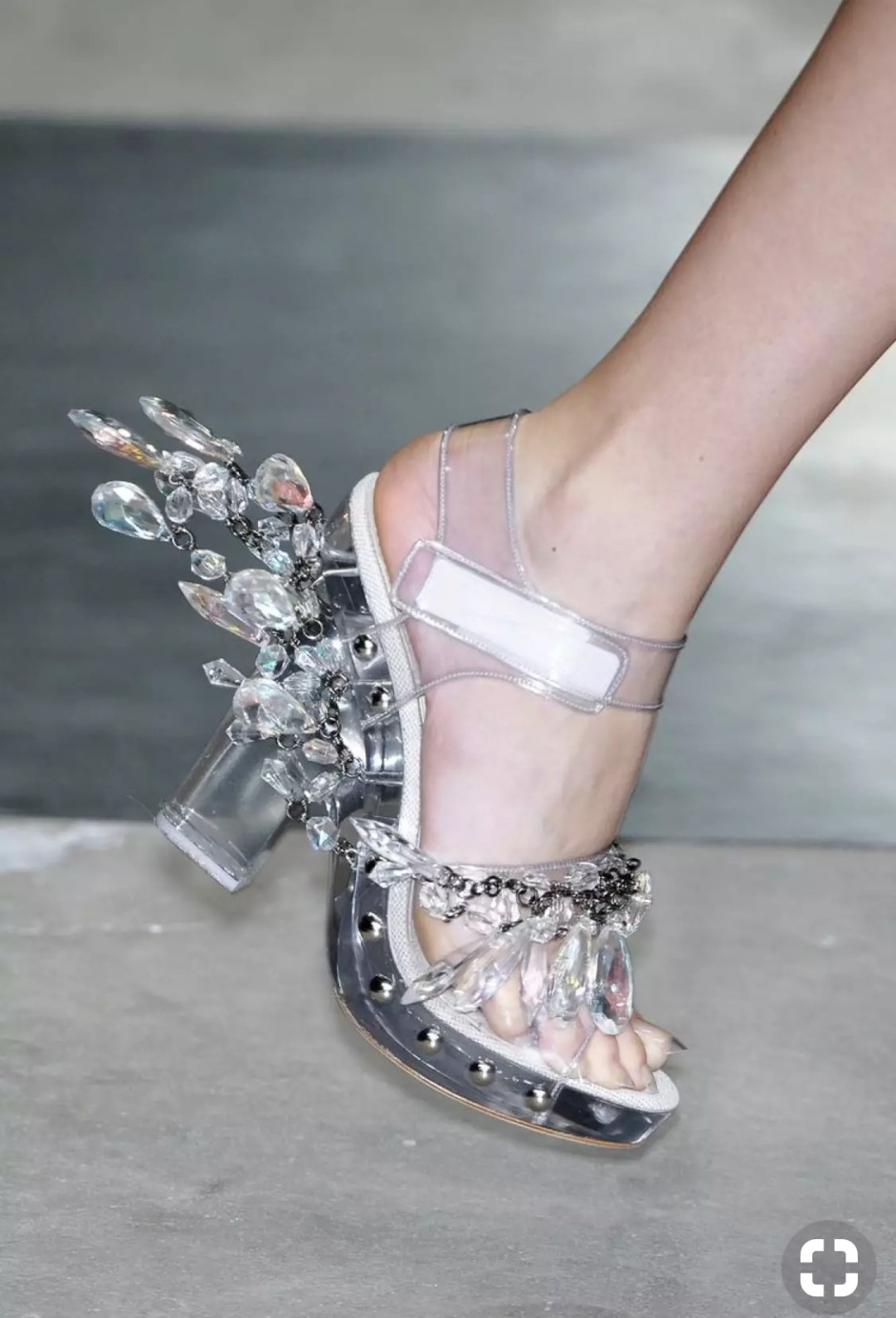 Parada 2010 clear shoes alley girl trend review - Who did Design the Very First Clear Transparent Shoes?