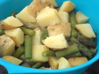 Potatoes and asparagus in the strainer