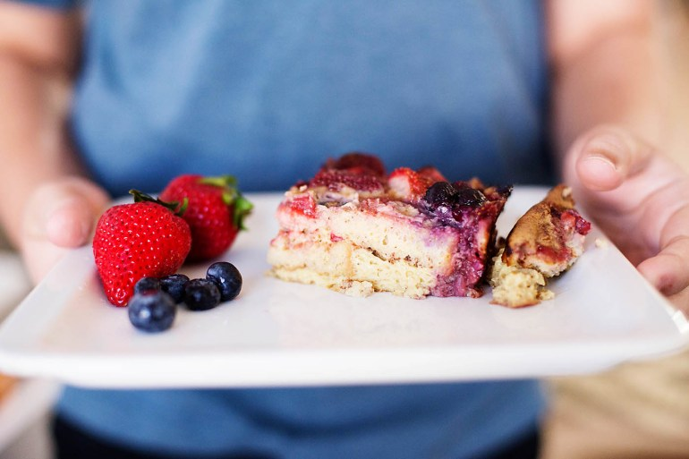 GLUTEN FREE BERRY FRENCH TOAST - Gluten free (and dairy free) berry french toast casserole an easy gluten free brunch recipe