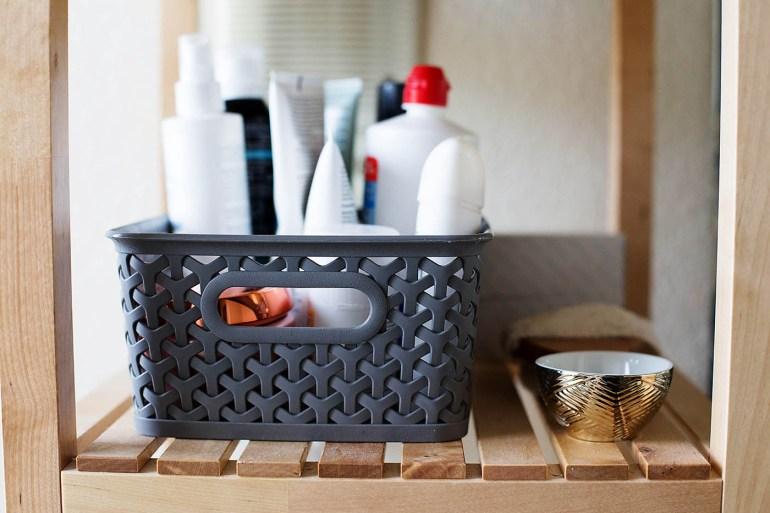 Open shelving bathroom organization tips