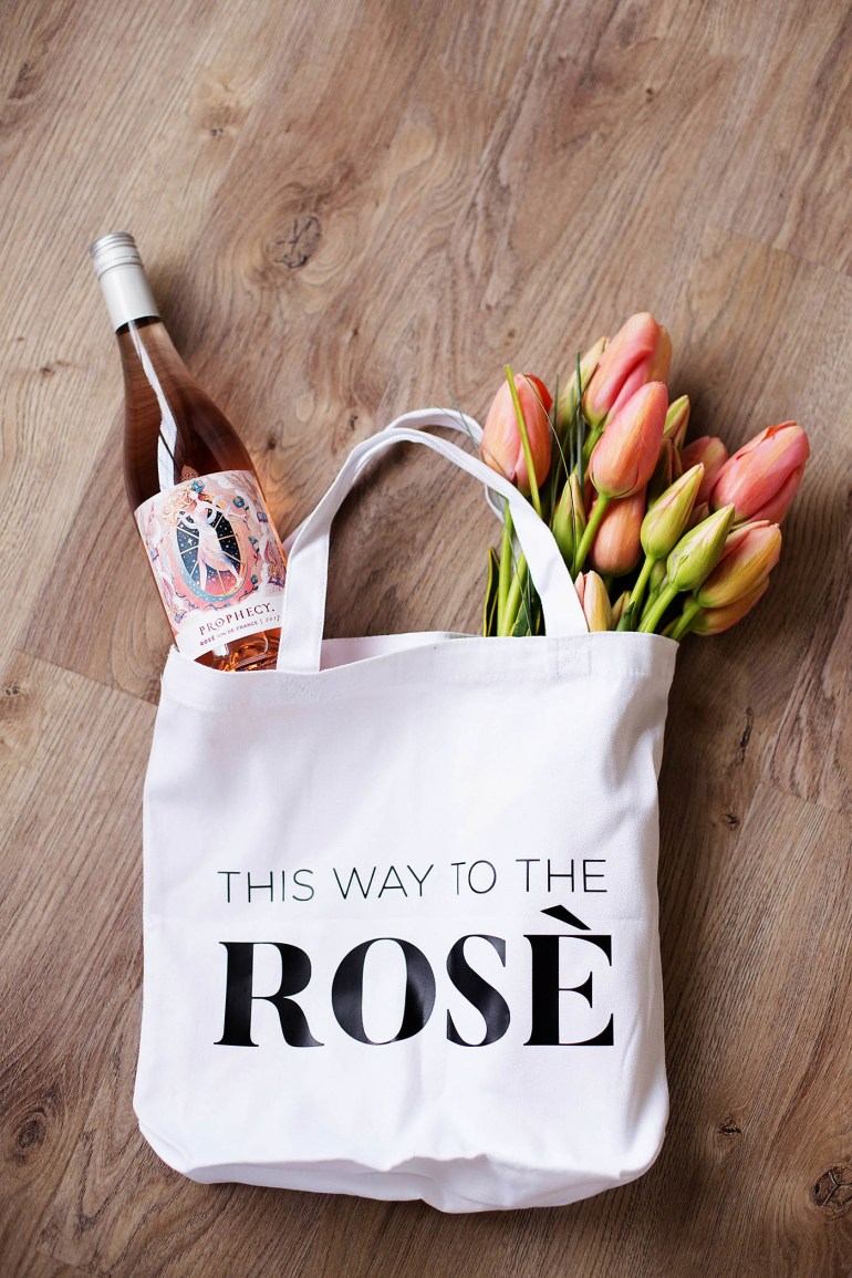 DIY wine gift bag for gifting two bottles of wine or a bottle of wine and a bouquet of flowers! This Way to Rosé cut file included here too!