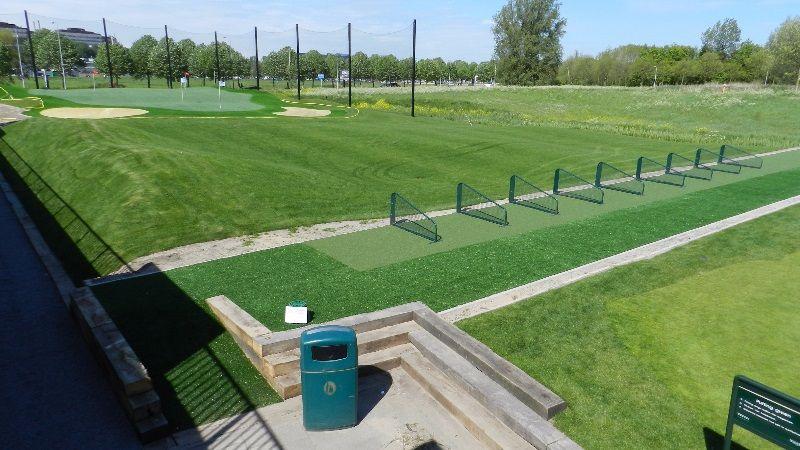 escuela de golf de cesped sintetico