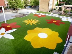 parques infantil con cesped artificial