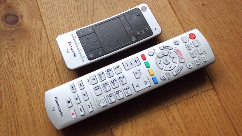 Review-Panasonic-CX740E-remote