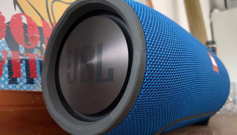 jbl-xtreme-bluetooth-speaker-big-2