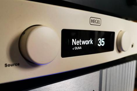Streaming services via DLNA