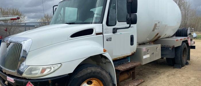 Used International 3200 gallon LP bobtail