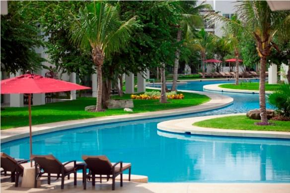 Azul Fives Hotel grounds