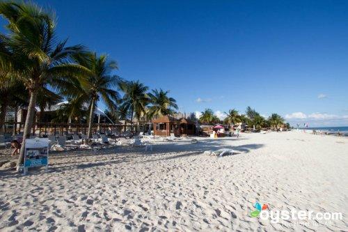 Azul Fives Hotel beach