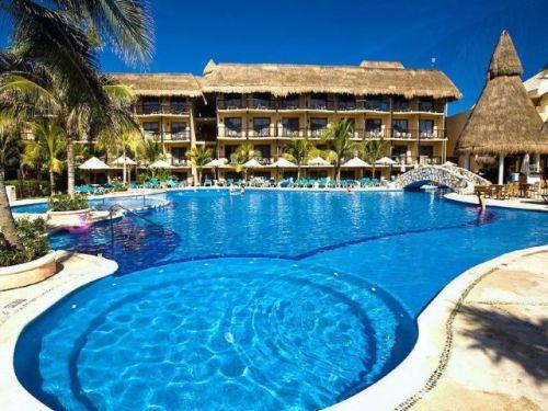 Catalonia Yucatan Beach pool