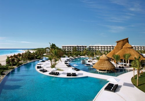 Secrets Maroma pool overview