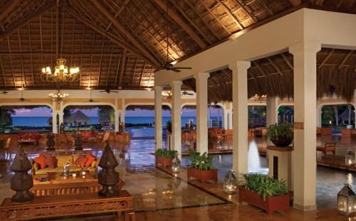Now Sapphire Riviera Cancun lobby