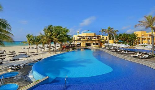 Royal Hideaway Playacar infinity pool