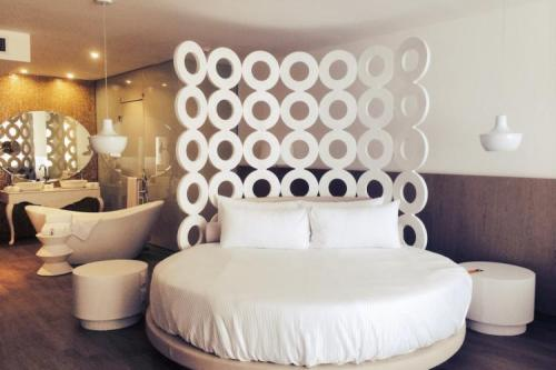 Honeymoon Suite, courtesy Princess-Hotels