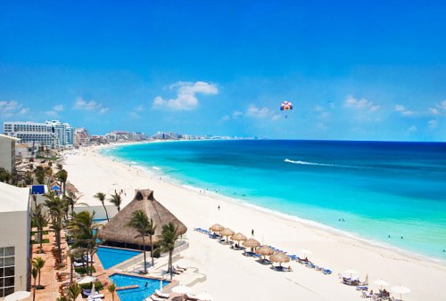 The Westin Resort and Spa Cancun beach and pools
