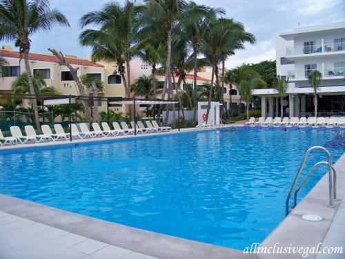 Riu Playacar activity pool