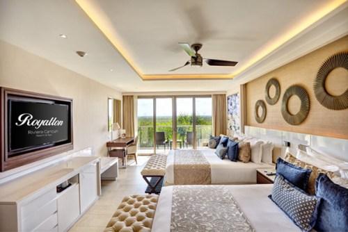 Royalton Riviera Cancun bedroom