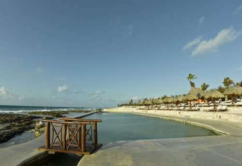 Grand Palladium White Sand Las Rocas pool