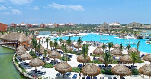 Grand Palladium White Sand main pool