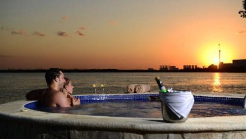 Sunset Marina Resort and Yacht Club Jacuzzi