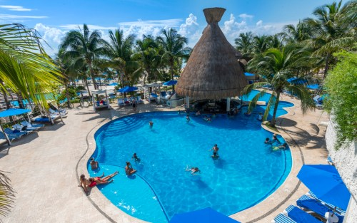 The Reef Playacar swim-up pool