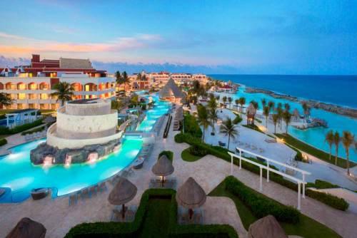 Hard Rock Hotel Riviera Maya hacienda pool