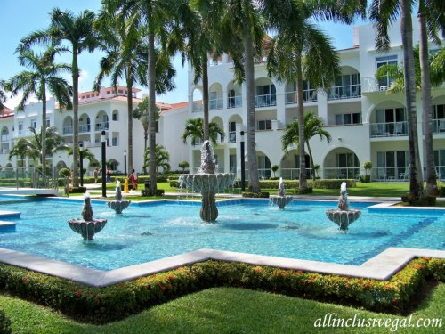Riu Palace Mexico water features