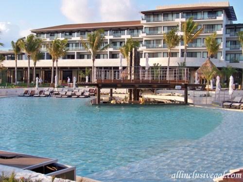 Dreams Playa Mujeres beachfront pool swim-up bar