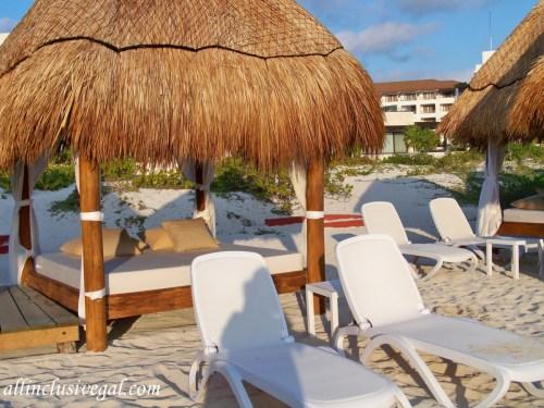 Dreams Playa Mujeres beach Bali bed