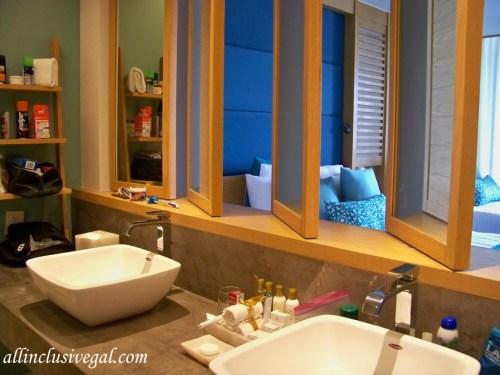 Dreams Playa Mujeres bathroom