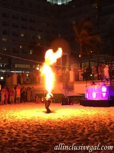 Riu Palace Las Americas beach fire show