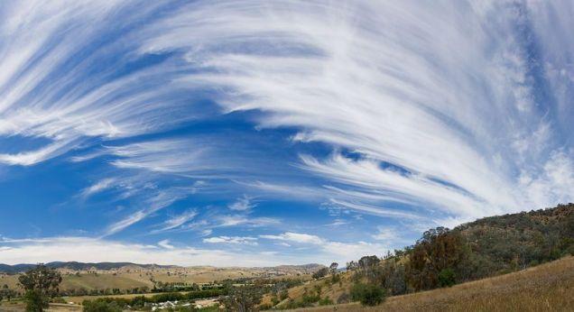 800px-Cirrus_sky_panorama