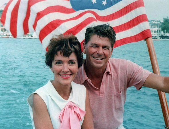 590px-Ronald_Reagan_and_Nancy_Reagan_aboard_a_boat_in_California_1964