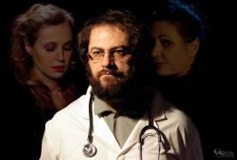 Ο εξαιρετικός Ιωσήφ Ιωσηφίδης στο ρόλο του γιατρού...