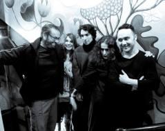 """Από αριστερά: Χρήστος Σούτος/δημοσιογράφος παρουσιαστής ραδιοφωνικής εκπομπής ΚΑΛΛΙΠΟΛΙΣ, Λίλα Παπαπάσχου/Αρχισυντάκτρια ΑΛΛΙΩΣ-παρουσιάστρια ραδιοφωνικής εκπομπής """"ΚΑΛΛΙΠΟΛΙΣ"""", Πάνος Παπαδόπουλος, Σοφία Φιλιππίδου & Χάρης Αττώνης"""
