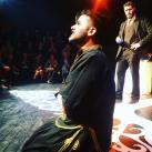 Ο Βαλεντίνος Τσίλογλου ως Αρλεκέν υπό το αυστηρό βλέμμα του Θανάση Πατριαρχέα/Λέλιο
