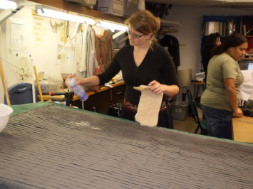 Adding starch to pleated wool
