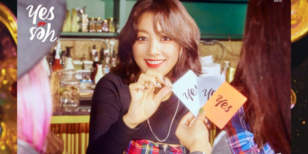 Twice's Jihyo, Sana, And Mina Play With Cards In 'yes Or