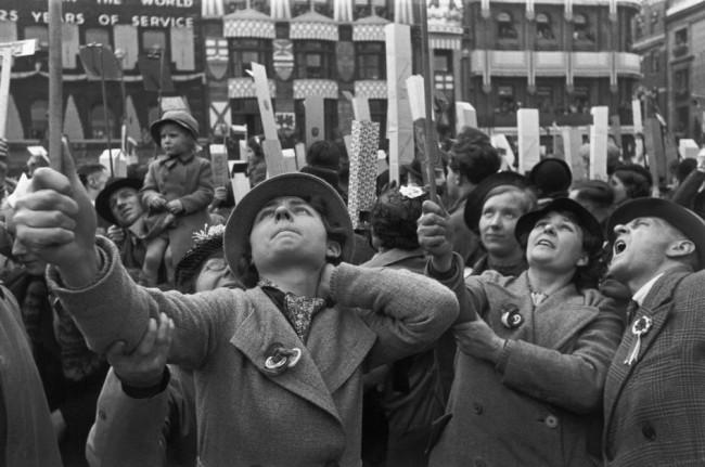 cartier_bresson_couronnement_georgesvi_1937_foule-jph