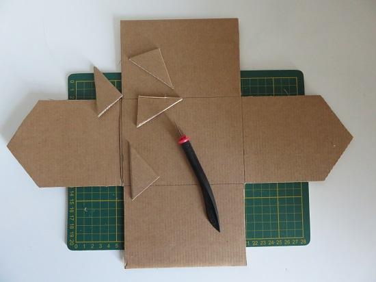 1. maison en carton