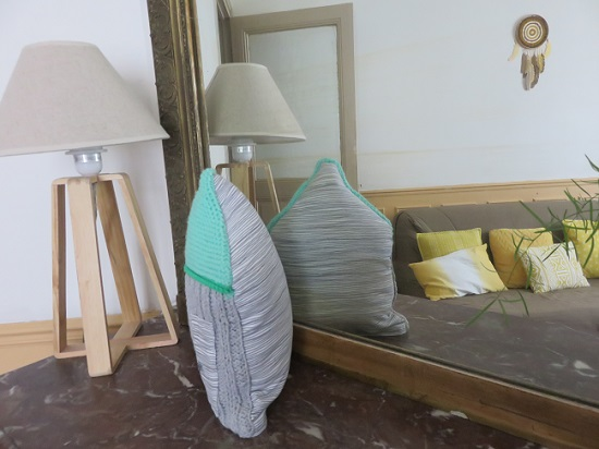 10.Le coussin gris & menthe à l'eau