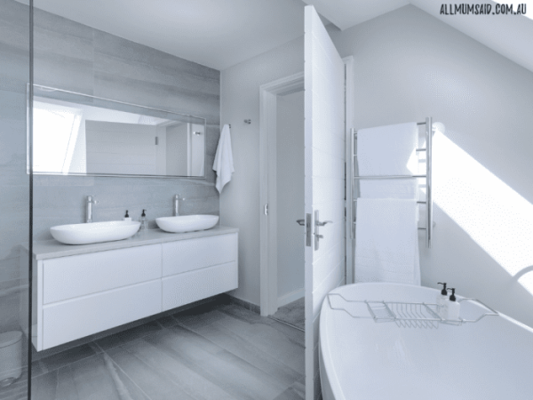Modern white bathroom with basin and bathtub | How to clean your bathroom in five minutes a day