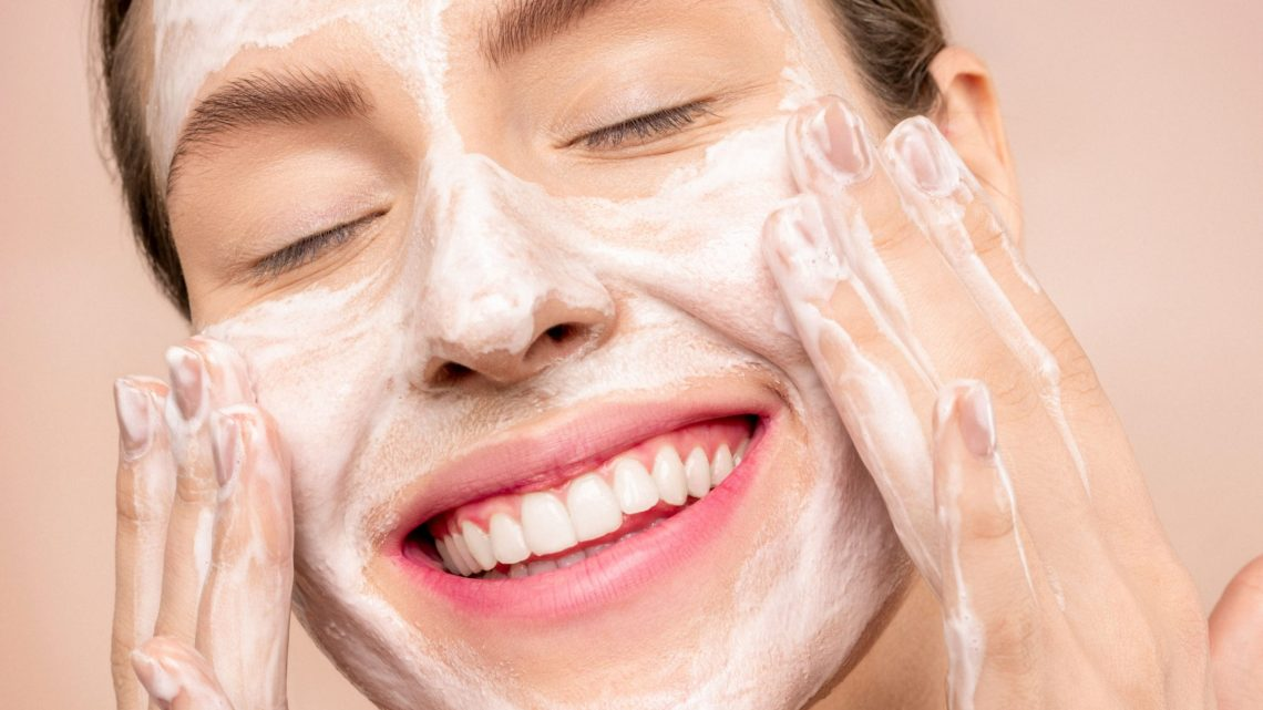 Model Radiant Skin