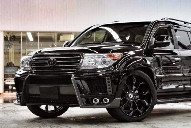 2021 Toyota Land Cruiser 300 front view