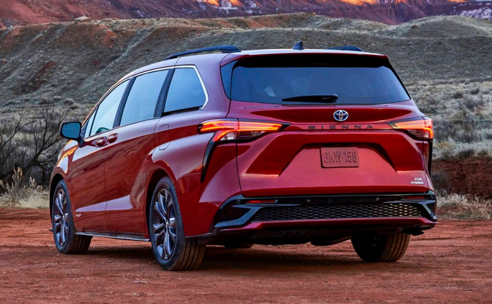 2021 Toyota Sienna XLE View From the back side