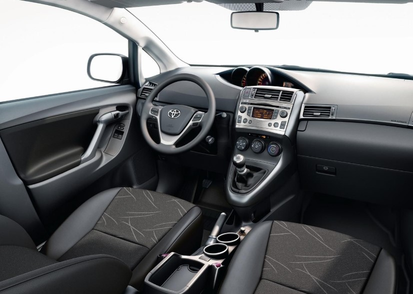 2021 Toyota Verso Cabin and Dashboard