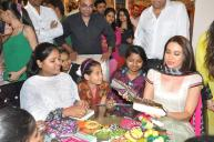 aeu7gckia7vcgo0g.D.0.Karisma-Kapoor-interacting-with-underprivileged-girls-at-the-Project-Crayons-NGO-event-for-Women--s-Day--5-